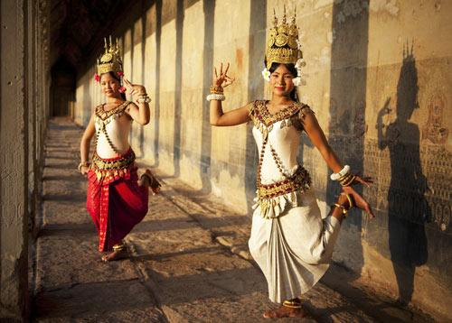Schauspiel, Tanz und Improvisation bringt Sie in Beziehung mit anderen